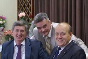 С одноклассниками - Олегом Бестолковым(на фото слева) и Вадимом Никкари